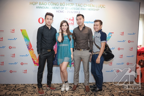 Nhà sản xuấtOnly Cvà cựu thành viênV-MusicNgọc Khanhcũng đến tham gia sự kiện.