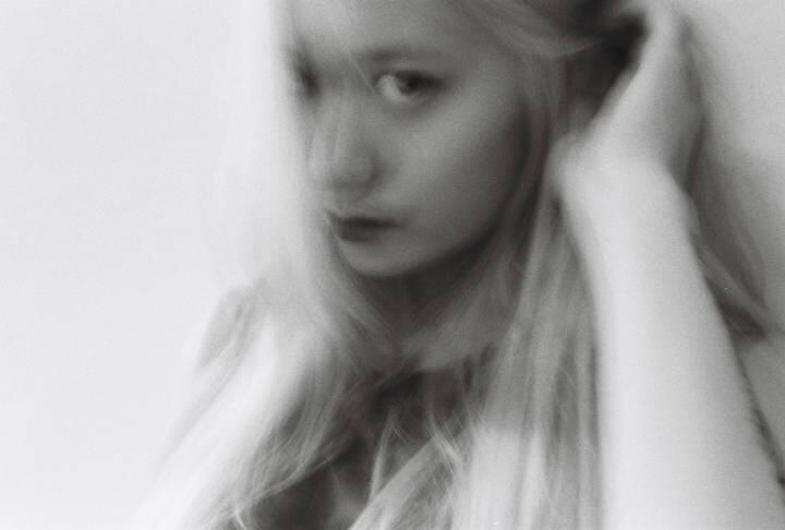 Krystal dọa fan bằng hình ảnh kinh dị trong album mới