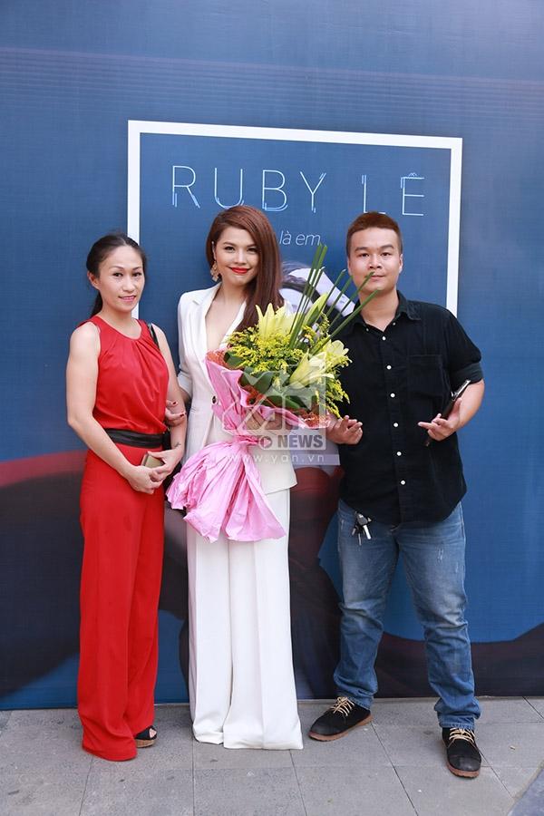 Ruby Lê - cô ca sĩ vẹn toàn thanh, sắc chính thức ra mắt