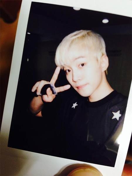 Junho (2PM) khoe hình cực dễ thương và chúc các fan ngủ ngon