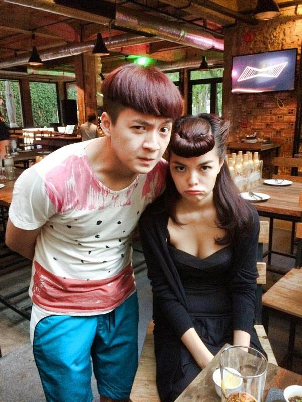 """Ngô Kiến Huy cùng đàn chị Phạm Quỳnh Anh hình như đang """"đọ"""" độ nhắng nhít và làm mặt xấu với nhau thì phải?"""
