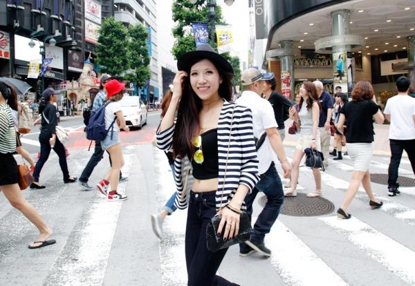 """Bất đồng ngôn ngữ sẽ không là rào cản nếu chịu khó sử dụng """"body language"""", điều làm Trang Pháp thấy nhớ nhất là khi đi shopping ở khu Shibuya, thấy ồn ào phía ngoài."""