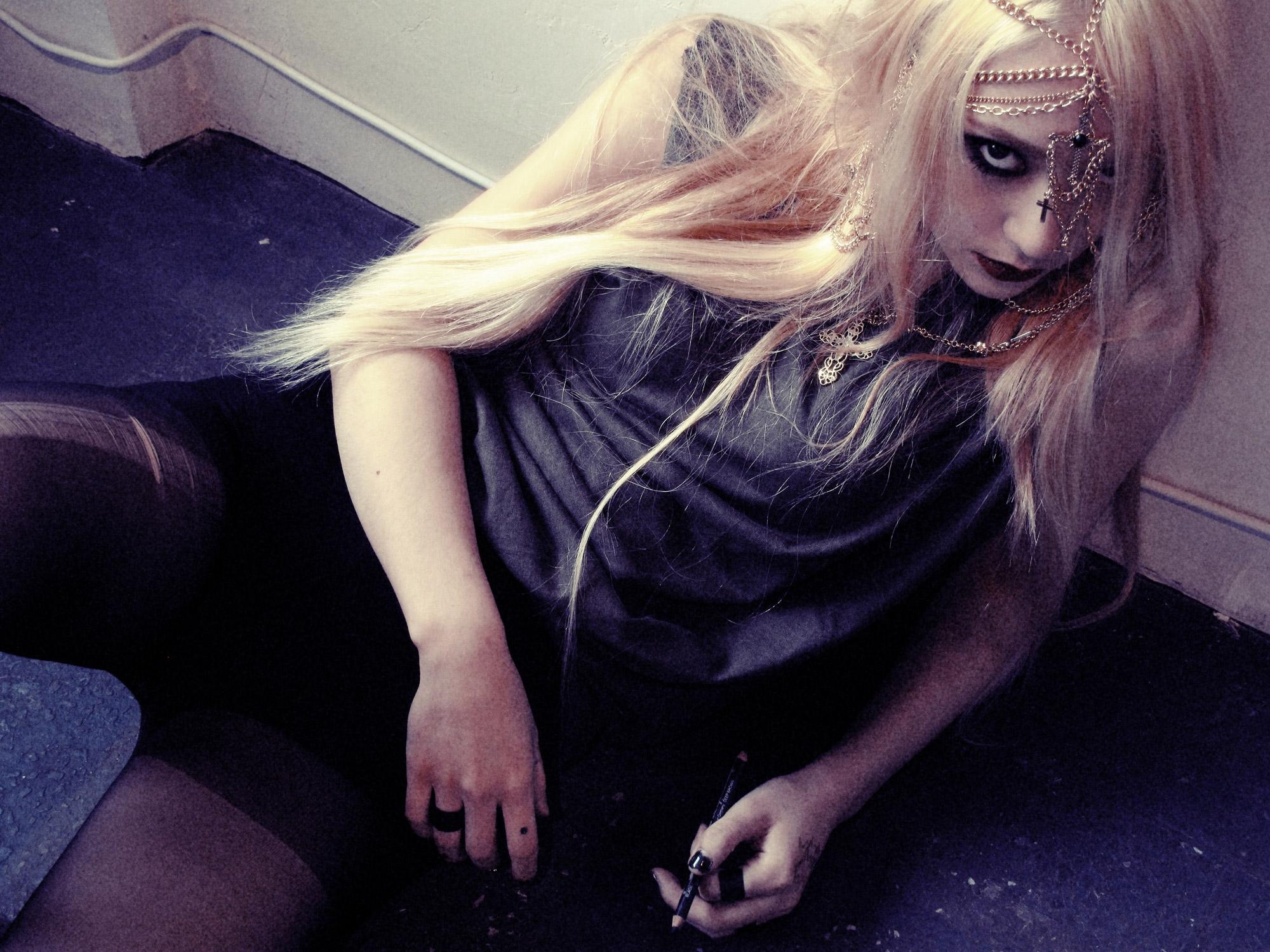 Krystal gây ấn tượng với hình tượng Gothic trong album mới