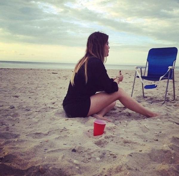 Đó là một ngày dài mà Kloe Kardashian dành cho việc ngắm biển.
