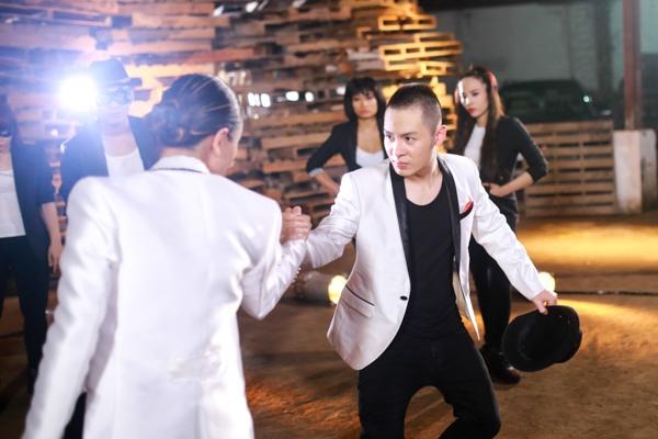 """Việc nhảy cùng Phương Vy khiến Hoàng Hải cảm thấy rất thích thú, tuy nhiên anh chia sẻ rằng """"nhảy một buổi như thế này thì rất thú vị, nhưng nếu thường xuyên thì Hải sợ lắm"""". - Tin sao Viet - Tin tuc sao Viet - Scandal sao Viet - Tin tuc cua Sao - Tin cua Sao"""