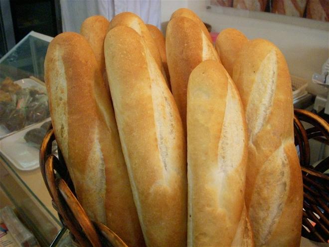 Bánh mì là món ăn quen thuộc trong bữa sáng của chúng ta vì nó tiện lợi