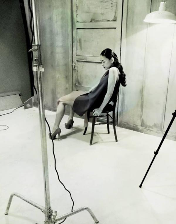 Ảnh hậu trường một buổi chụp hình của Ngô Thanh Vân.