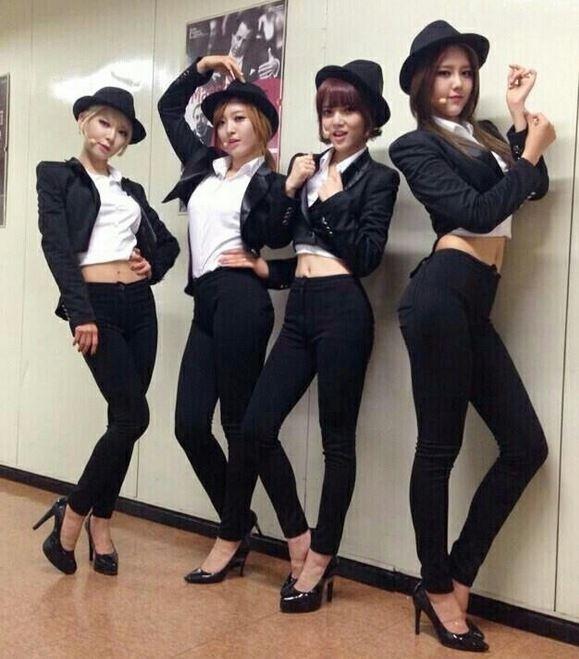 AOA cùng trang phục Mr Mr trong hậu trường Music Bank