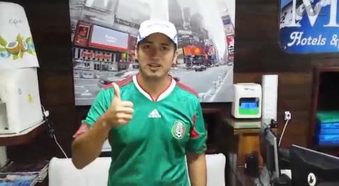 Eric Tejeda (ảnh) để quên chiếc túi trên xe bus trong đó có 9 chiếc vé World Cup trị giá hàng nghìn USD, nhưng một cô gái đã cất công đi tìm anh khắp nơi để trả lại, và thậm chí không muốn được chụp ảnh hay cho biết tên.