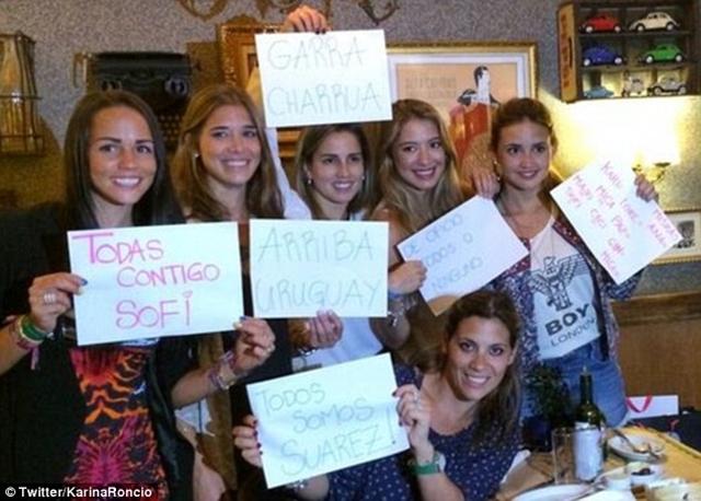 WAGs của Uruguay bày tỏ sự ủng hộ với Suarez