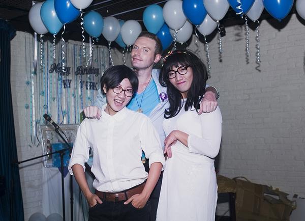 """Đặc biệt điều khiến Kyo và những người có mặt bất ngờ đó là tiết mục hóa thân thành """"Kyo York"""" trong MV Con Gái khiến mọi người thích thú và cười sảng khoái."""