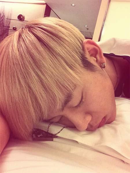 Daehyun khoe hình đang ngủ cực đáng yêu