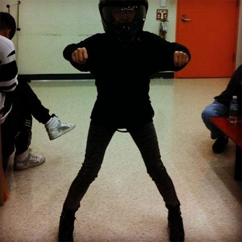 """BoA hóa thân thành nữ """"tay đua kiệt xuất"""" và tạo dáng như đang lái xe moto"""