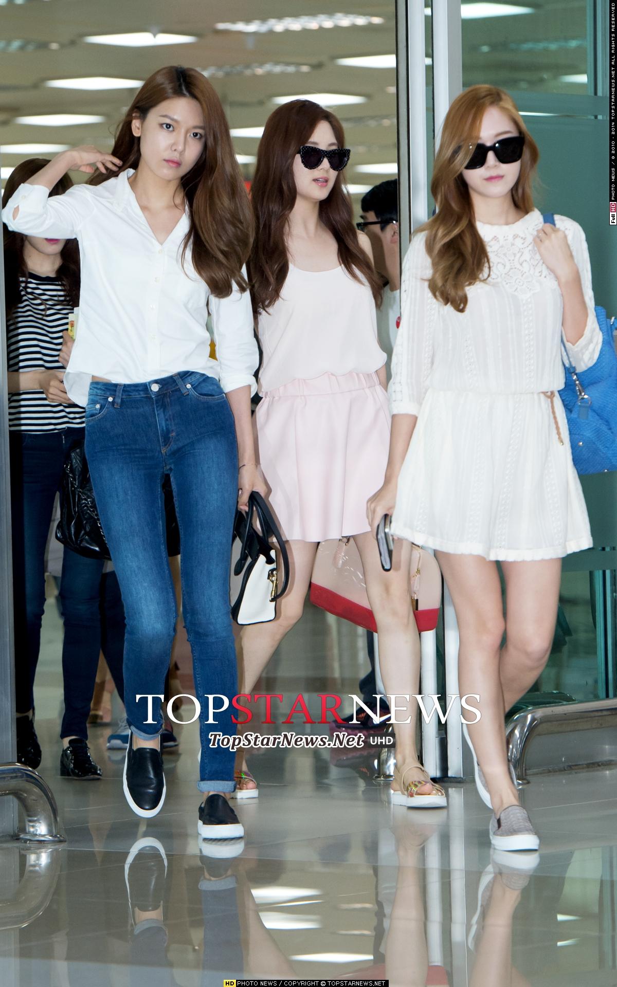 Taeyeon tươi tắn và thoải mái tại sân bay