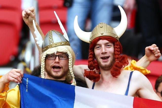 [Bóng Đá] Những trang phục cổ vũ 'kì quái' nhất World Cup 2014