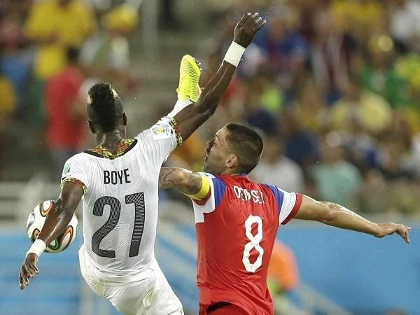 Một pha cao chân của Boye đã trúng mặt cầu thủ của đội tuyển Mỹ