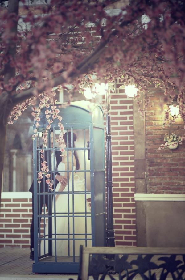 Từng dính nghi án hẹn hò với hotgirl Khả Ngân trong thời gian qua, cặp đôi này thường xuyên dành cho nhau những cử chỉ yêu thương, chăm sóc trong các sự kiện, các buổi chụp hình chung và điều này càng dấy lên nghi vấn hẹn hò giữa Isaac và Khả Ngân.