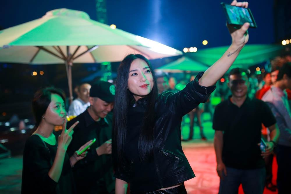 Ngô Thanh Vân, Đàm Vĩnh Hưng đánh thức robot cao nhất Việt Nam