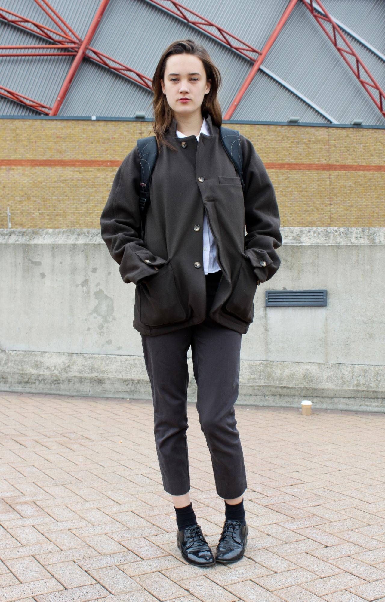 Áo khoác cũng là một sự kết hợp không tồi trong phong cách tomboy. Áo khoác da tinh tế, áo khoác jean bụi bặm, … tha hồ cho bạn lựa chọn.