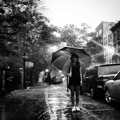Yubin (Wonder Girls) khoe hình cầm dù trong mưa cực nghệ thuật