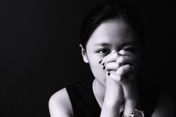 """Với hơn 1 triệu lượt nghe online sau 3 ngày phát hành, Văn Mai Hương chứng tỏ được rằng, ballad luôn là sở trường của cô và """"Ngày gần anh"""" thực sự là một ca khúc đặc biệt mà nhạc sỹ Huy Tuấn đã viết riêng cho cô - Tin sao Viet - Tin tuc sao Viet - Scandal sao Viet - Tin tuc cua Sao - Tin cua Sao"""