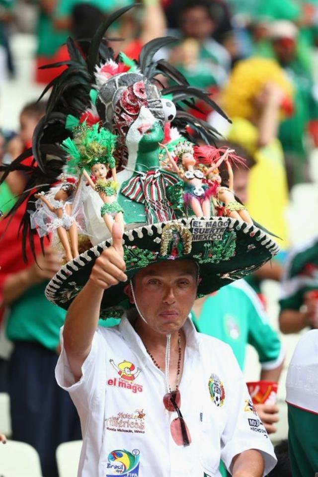 Một fan Mexico ở sân Castelao (Fortaleza)