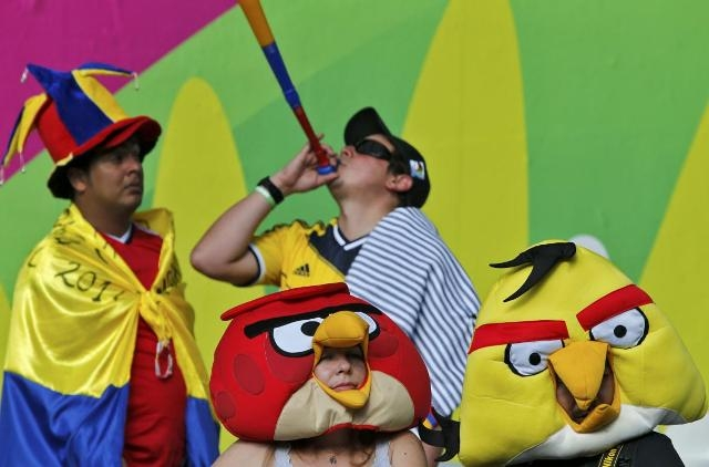 "Những chú chim ""Angry Birds"" cổ vũ Colombia ở Mineirao (Belo Horizonte)"