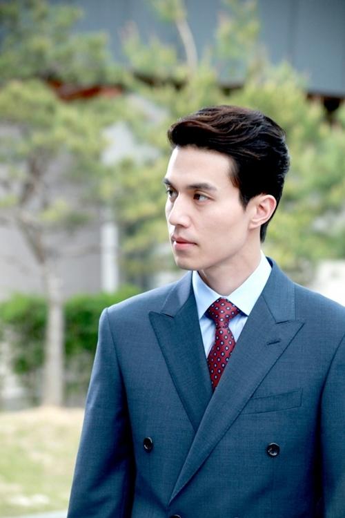 Lee Dong Wook ngại ngùng trả lời về Park Bom