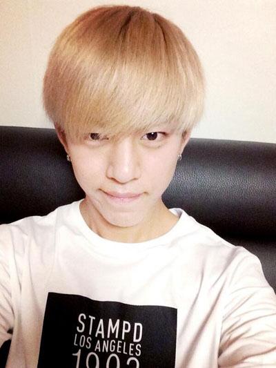 Daehyun (B.A.P) khoe hình tự sướng cực dễ thương