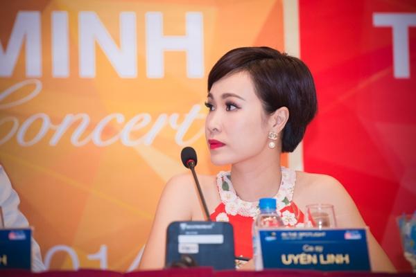 Khách mời của chương trình của Uyên Linh là ca sỹ Phạm Anh Khoa. Sự kết hợp của hai nghệ sỹ trẻ tuổi và đầy nội lực này hứa hẹn sẽ thổi bùng sân khấu In the spotlight với những tiết mục ấn tượng.