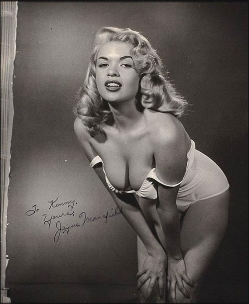 Jayne Mansfield là một trong những người mẫu đầu tiên của tạp chí người lớn Playboy.