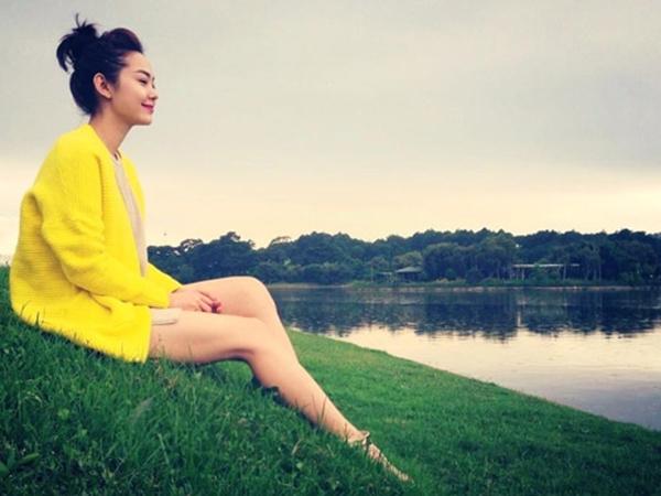 """Thả hồn vào không gian lãng mạn tại Đà Lạt, Minh Hằng đang tận hưởng thời tiết mát mẻ cũng như bầu không khí yên bình tại đây: """"cảm thấy bình yên...mong thời gian này kéo dài mãi mãi"""""""