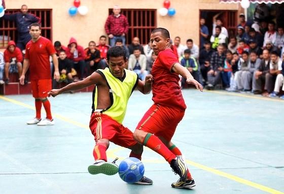 [ Bóng Đá ] Không khí bóng đá sôi động trong tù tại Brazil