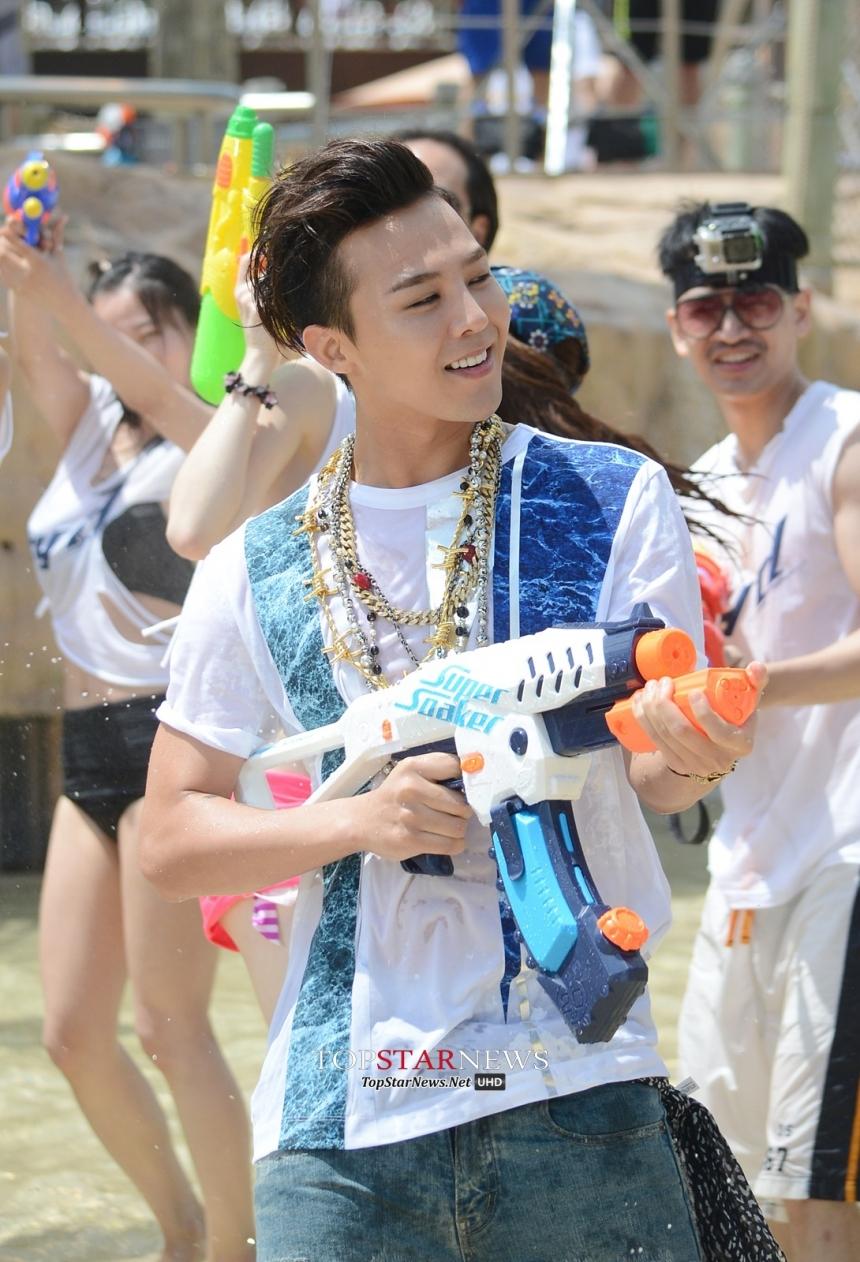 G-Dragon quậy tưng bừng trong hậu trưởng quảng cáo