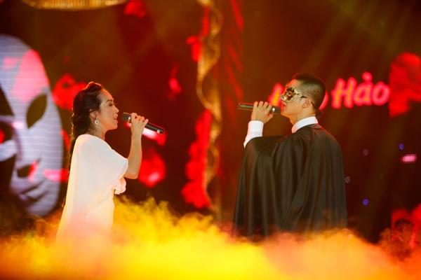 Sự kết hợp của Đức Tuấn và giọng ca opera hàng đầu Việt Nam Ngọc Tuyền lại đưa khán giả vào một thế giới sân khấu đầy bí ẩn và mê hoặc với tiết mục Bóng ma trong nhà hát.