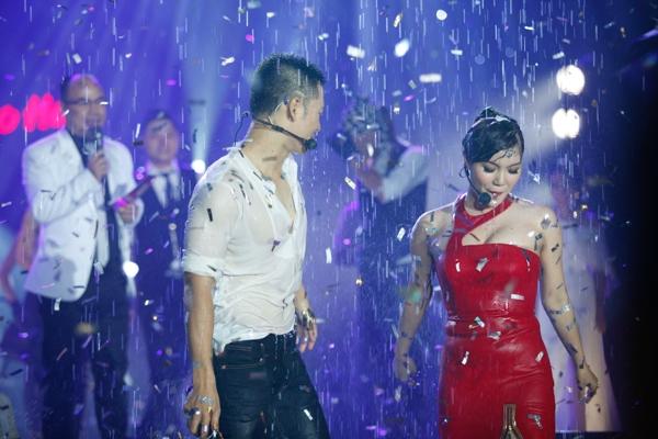 Tiết mục ấn tượng cũng khép lại một liveshow thành công rực rỡ nữa của chương trình Dấu Ấn nói chung và ca sỹ Đức Tuấn nói riêng.