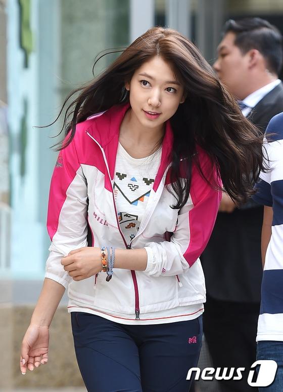 Park Shin Hye đáng yêu như trẻ con tham gia sự kiện