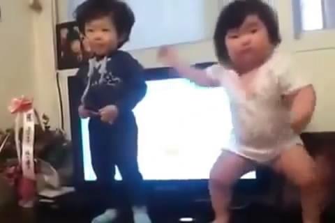 4 nhóc tỳ Hàn Quốc cực yêu đốn tim dân mạng