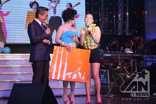 """Thu Minh…Thuận  """"bắt tay"""" Thu Minh thật đốt cháy khán giả"""