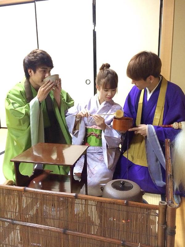 Khởi My và Kelvin Huy Khánh tình tứ ngồi uống trà đạo - Tin sao Viet - Tin tuc sao Viet - Scandal sao Viet - Tin tuc cua Sao - Tin cua Sao