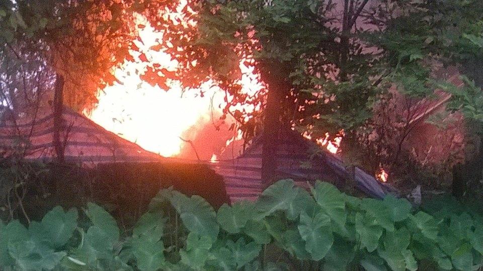 Đám cháy bùng lên sau khi máy bay rơi. Ảnh: Facebook