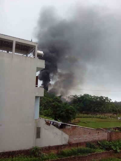 Cột khói đen từ hiện trường vụ tai nạn. Ảnh: Facebook
