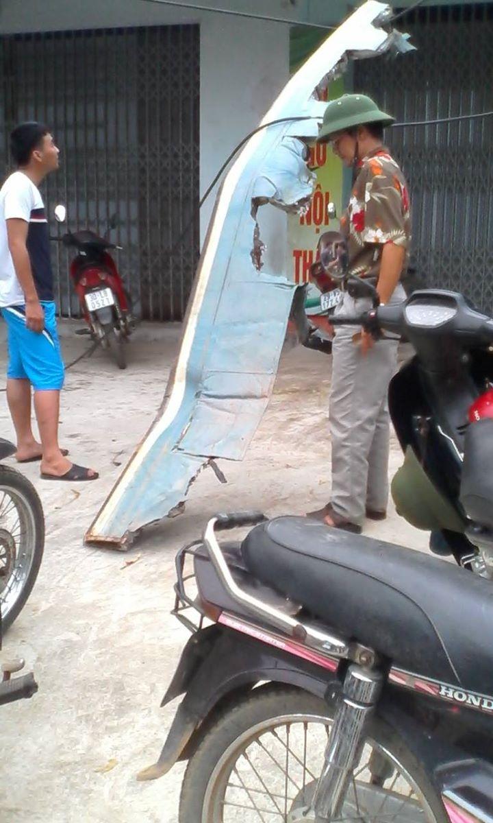 Mảnh vỡ máy bay. Ảnh: Người dùng Facebook Quang Dũng