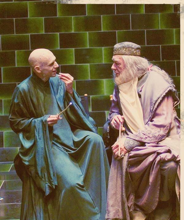 Bạn có biết Kẻ-ai-cũng-biết-là-ai-đấy và cụ Dumbledore lại rất thân thiện với nhau không?