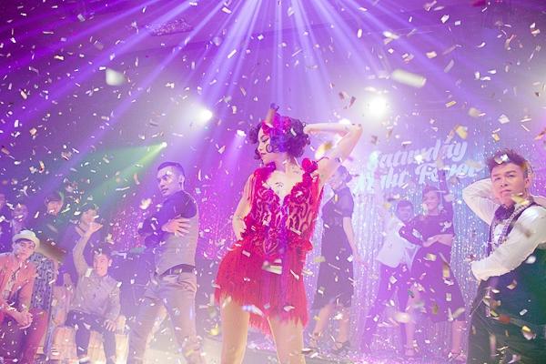 Đạo diễn trẻ Uyên Thư cùng với ekip Blue Production đảm nhận hình ảnh và kĩ thuật cho music video. - Tin sao Viet - Tin tuc sao Viet - Scandal sao Viet - Tin tuc cua Sao - Tin cua Sao