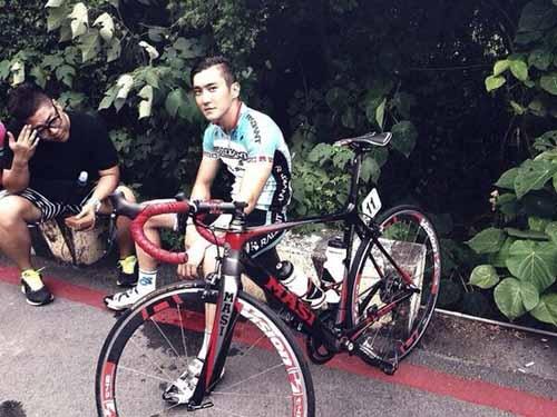 Siwon đang làm việc chăm chỉ trong trang phục vận động viên đua xe đạp tại Đài Loan