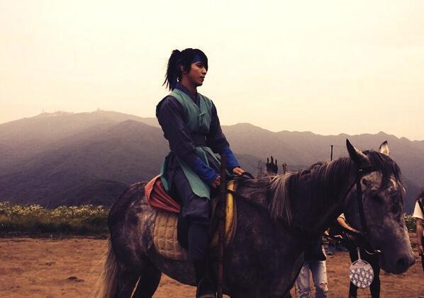 Yonghwa khoe tạo hình trong phim cổ trang mới
