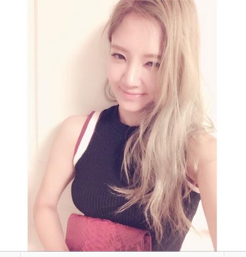 Hyoyeon khoe hình mới cực xinh