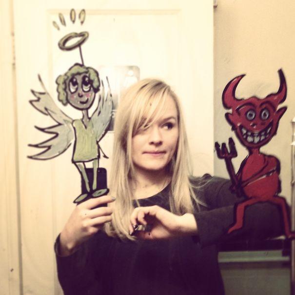 Ấn tượng với cô gái vẽ hình cực sáng tạo lên gương trong phòng tắm
