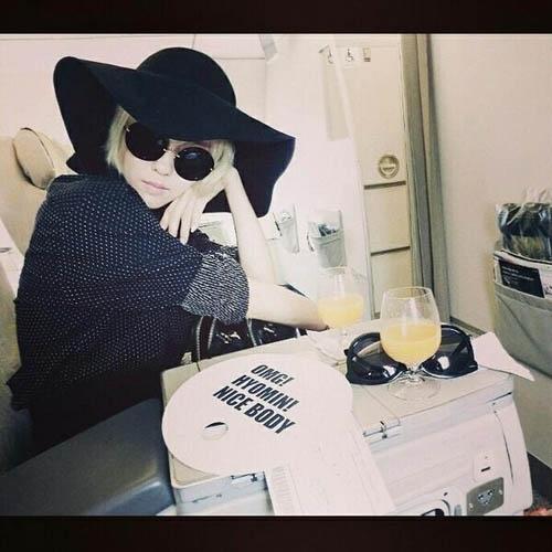 """Hyomin khoe hình ngồi trên máy bay """"đen"""" toàn tập"""